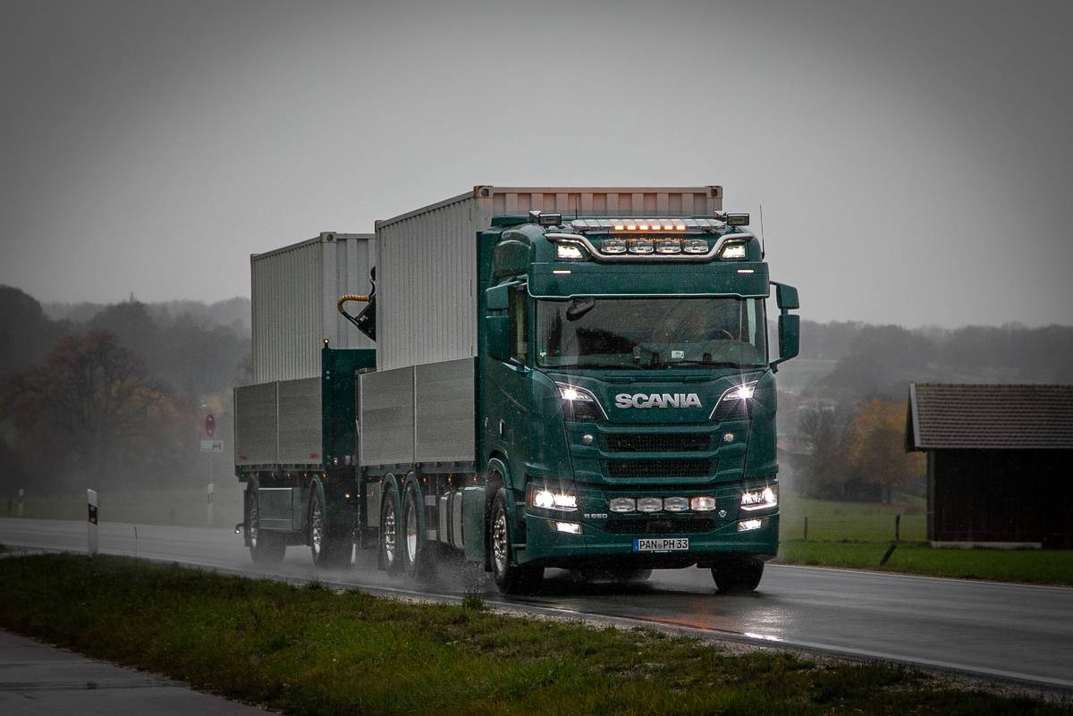 Container mieten Lamminger Waging Scania Transport